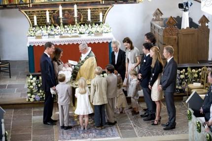 Dopet I Mogeltonders kyrka blev en trivsam och avslappnad historia. Läs ALLT om dopet i Svensk Damtidning som kommer ut på onsdag denna vecka!