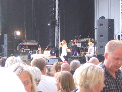 """Caroline af Ugglas öppnade konserten genom att vänligt be: """"Snälla, snälla""""."""