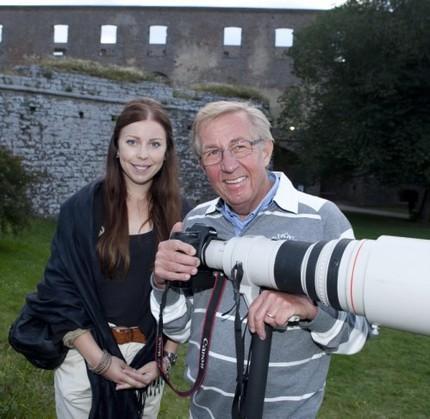 Reporter och fotograf på plats utanför Borgholms slottsruin