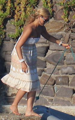 Madeleine stormtrivs nere på Rivieran, hit åker hon varje år. Förra året...