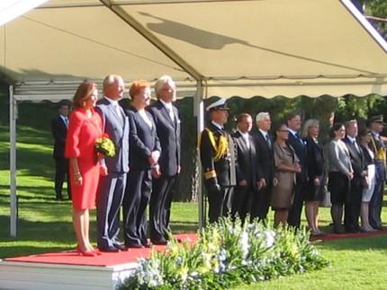 ... huvudpersonerna på plats. Kunge, drottningen och presidentparet.